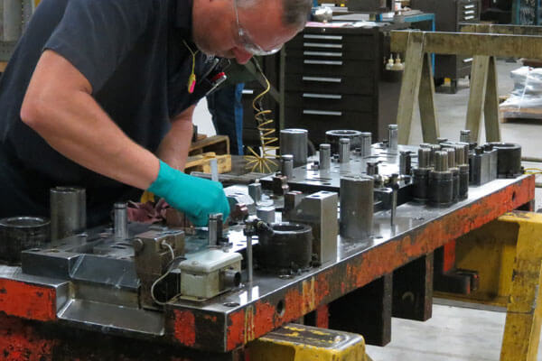 Providing detailed tooling die preventative maintenance