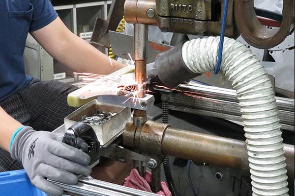 Spot welding metal parts