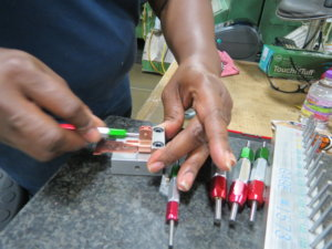 Quality check of metal parts with gauges
